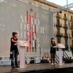 Anna Gabriel Sabaté y Mar Ampurdanès en un momento de su intervención durante el acto reivindicativo organizado por las CUP