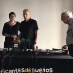 Elena Martínez, Jaime Pastor y Javier Sádaba, de Madrileños por el derecho a decidir, al término de la rueda de prensa que ofrecieron el miércoles, tras la prohibición judicial del acto en el Matadero de Madrid