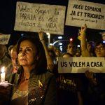 """""""Adiós España, ya te llamaremos. (Garcias por participar)"""" y """"Querer ahogar la palabra que querer detener la vida"""" y """"Os queremos en casa"""" rezan los carteles exhibidos en la manifestación del pasado 17 de octubre en Barcelona"""