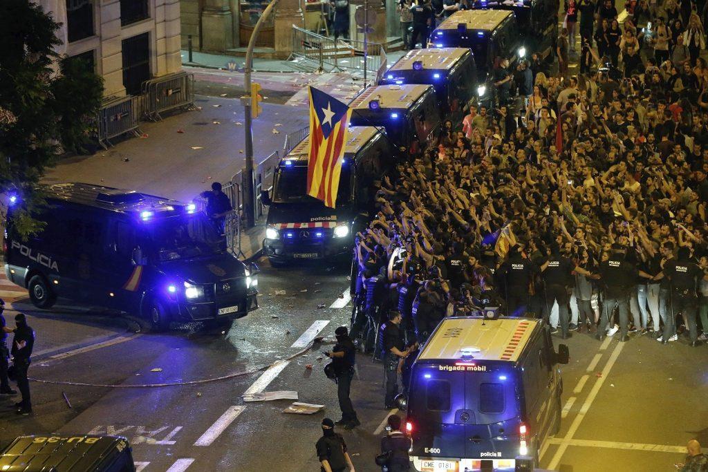 PROTESTAS EN LA JEFATURA SUPERIOR DE POLICIA DE BARCELONA