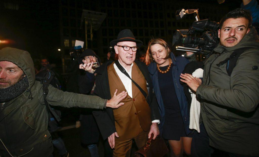 Paul Bekaert, abogado de Carles Puigdemont, abandona la sede de la Fiscalía de Bruselas tras las audiencias celebradas con el expresidente de la Generalitat y sus cuatro exconsejeros