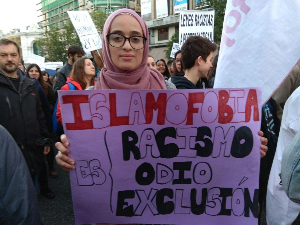 Aya, una manifestante valenciana, de origen marroquí.