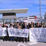 Imagen de una protesta este fin de semana frente a la cárcel de Archidona (Málaga) donde han internado a más de 500 personas migrantes a pesar de no ser un CIE.