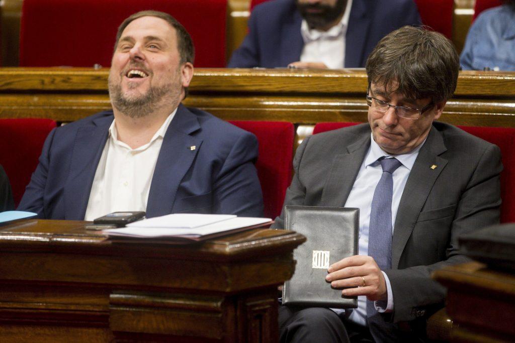 Oriol Junqueras y Carles Puigdemont en el Parlament catalán.
