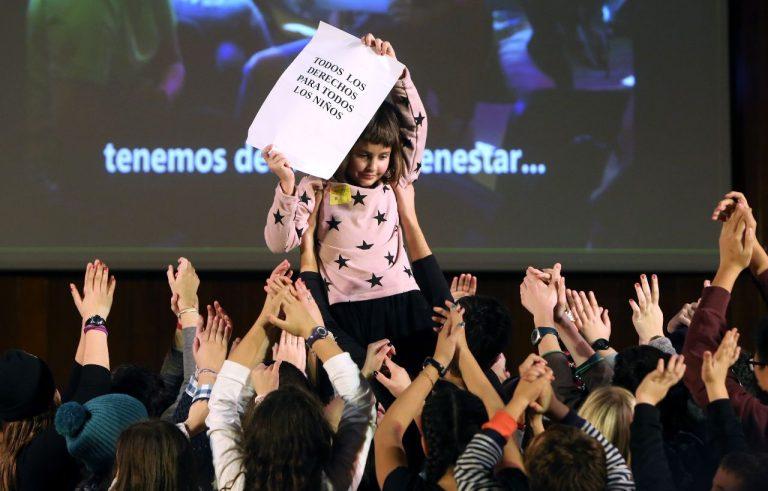 Imagen de la entrega del informe de la Plataforma de Infancia al Comité de los Derechos del Niño de la ONU