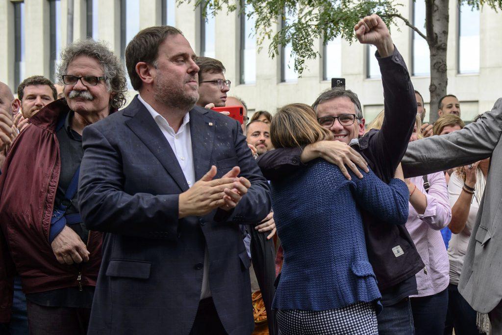 Joan Tardà, Carles Puigdemont, Carme Forcadell (de espaldas) y Josep María Jové