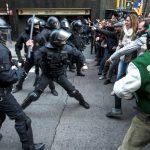 Mossos d'Esquadra arremeten contra los manifestantes