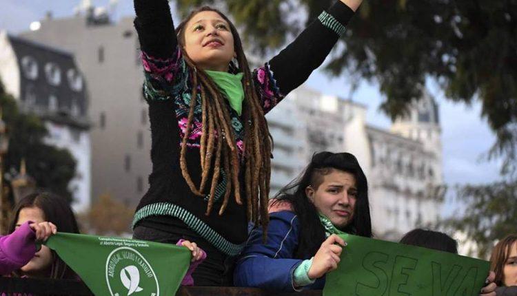 Argentinas en la movilización por la ley del aborto que fracasó en el Senado el pasado mes de agosto.
