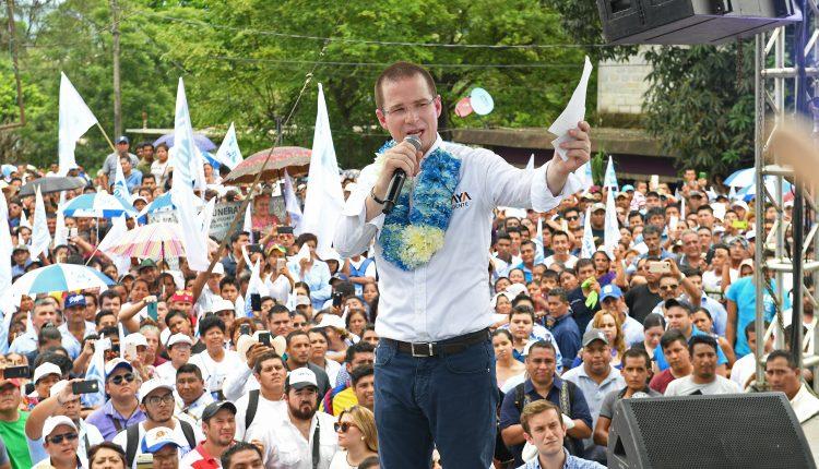 Ricardo Anaya durante un acto de campaña en el municipio de Acatlán, Oaxaca (México).
