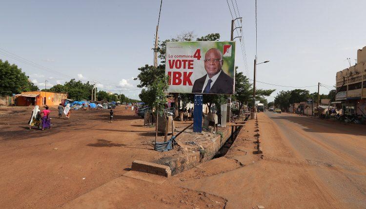 Cartel de campaña de Ibrahim Boubakar Keita, presidente de Mali y candidato por el Rally for Mali party (RPM) en Bamako, (Mali).
