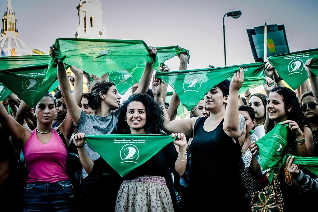 Pañuelazo para acompañar la presentación del Proyecto de Ley de la Campaña Nacional por el Derecho al Aborto Legal, Seguro y Gratuito en el Congreso de la Nación el pasado 6 de marzo de 2018 en Paraná, Argentina.
