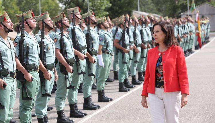 La ministra de Defensa Margarita Robles visita a unidades de La Legión ubicadas en el acuartelamiento Montejaque en Ronda (Málaga). Foto: Iñaki Gómez/MDE
