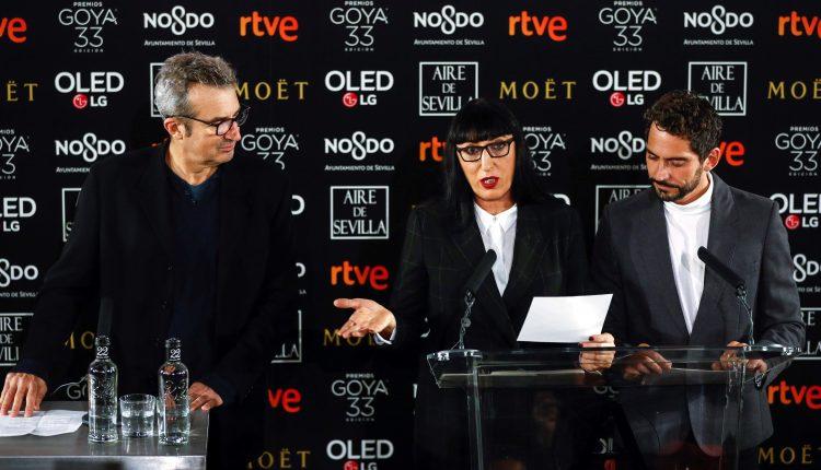 El presidente de la Academia, Mariano Barroso ; la actriz Rossy de Palma; y el actor y director Paco León durante la ceremonia de presentación de la 33 edición de los Premios Goya
