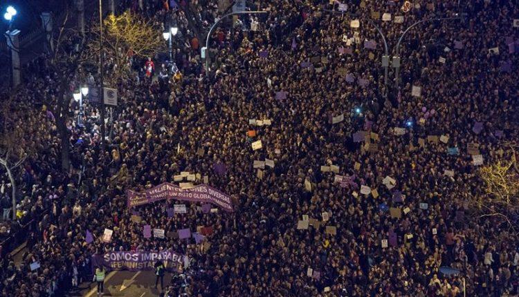 Vista general tomada desde la azotea del Círculo de Bellas Artes de la marcha feminista celebrada el 8M de 2019./ Efe