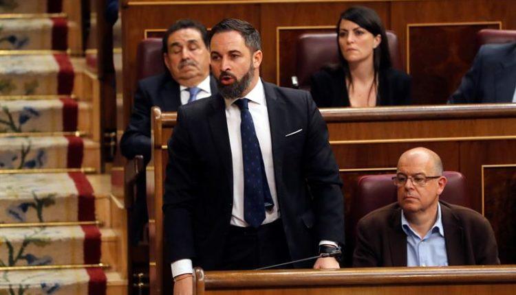 El presidente de VOX, Santiago Abascal, jura su cargo, durante la sesión constitutiva de las nuevas Cortes Generales